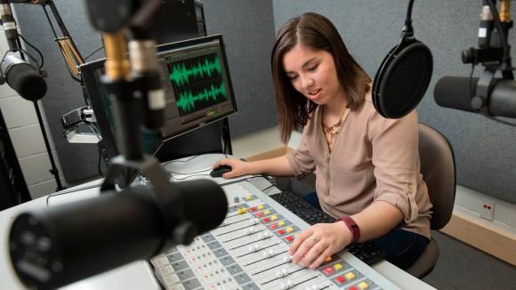 Manfaat Dan Fungsi Siaran Radio Bahasa Perancis Di London Inggris