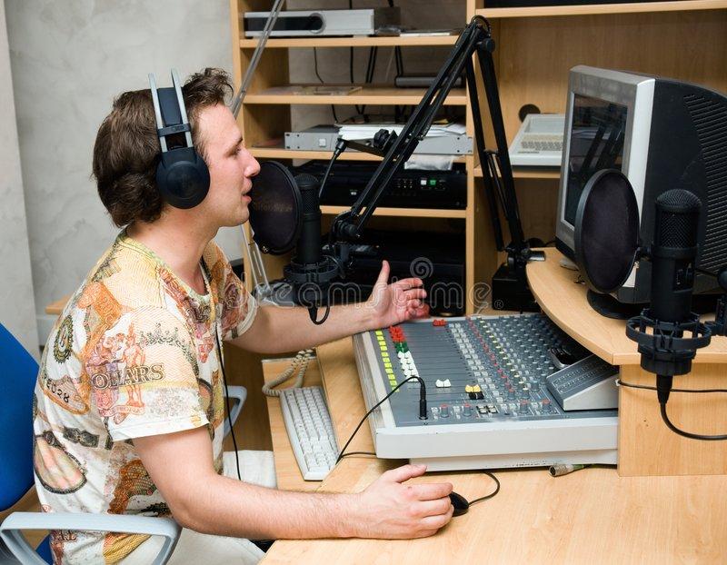 Alasan Anda Harus Mendengarkan Siaran Radio Bahasa Perancis