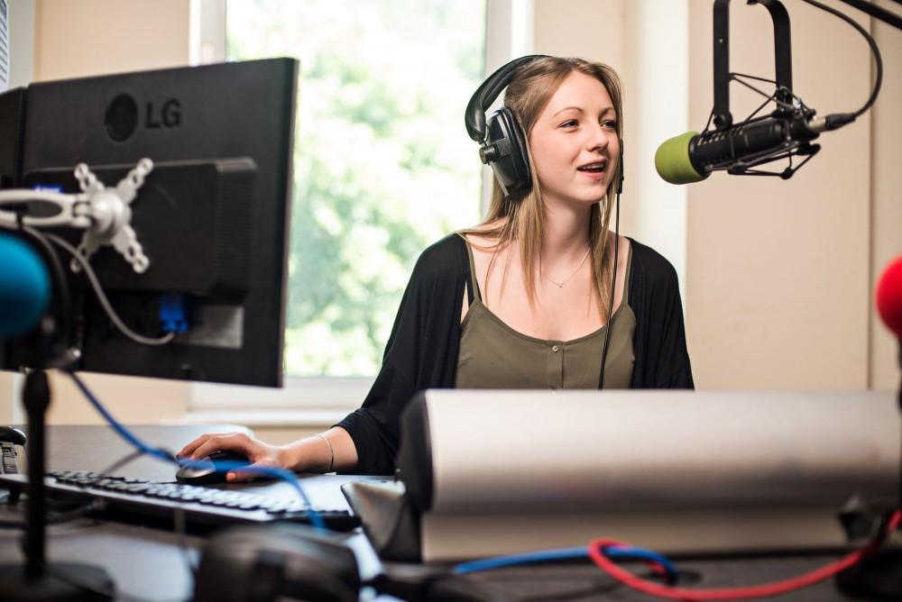 Gelombang Pendidikan Siaran Radio Terbaik Berbahasa Perancis