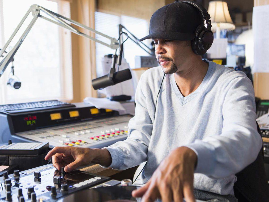 Hal Terkait Siaran French Radio London